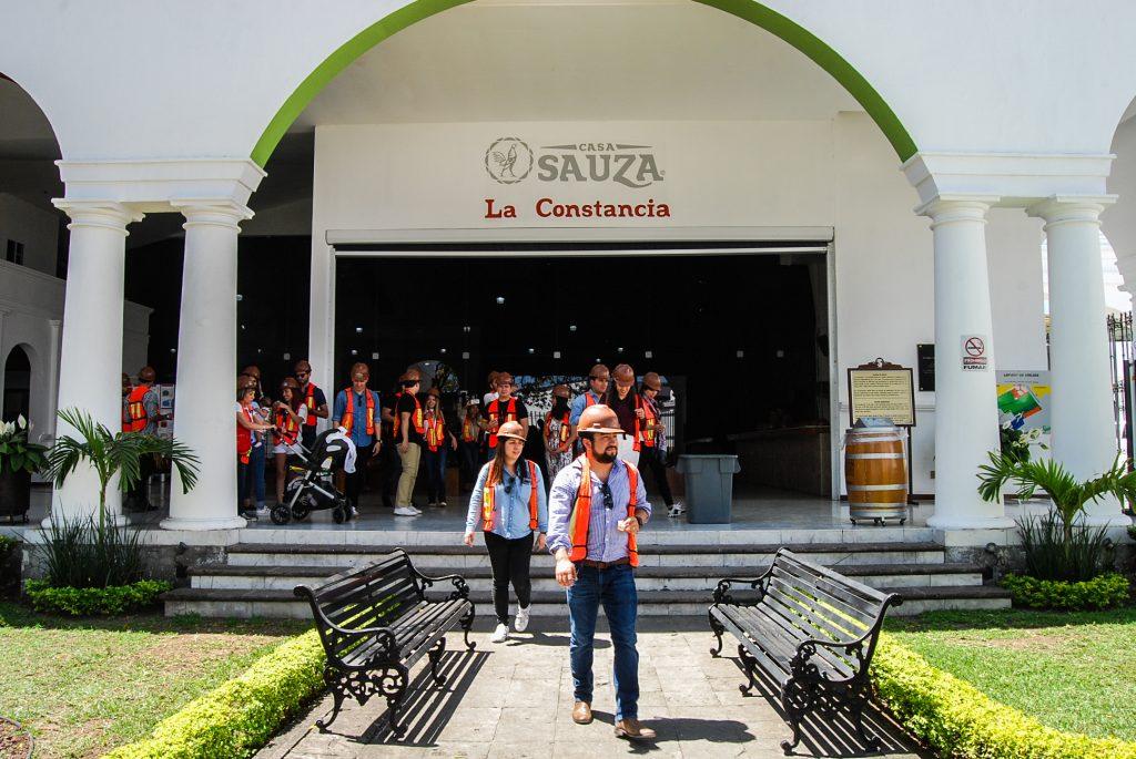 Tequila Express visitando la Hacienda La Constancia donde se añeja el Tequila Sauza